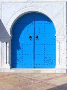 暖色系の青