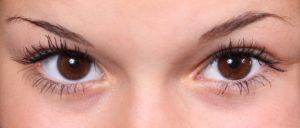瞳の色寒色系